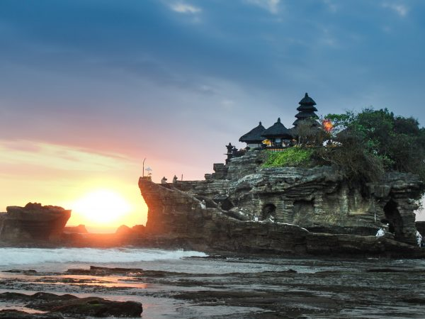 INDONESIA – BALI 4D/3N , Uluwatu, Mt. Batur Volcano, Tanah Lot, Lovina Beach, Dolphins Watching Adventure