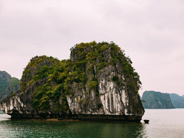 VIETNAM – HANOI 4D/3N, UNESCO Ha Long Bay, Live-Aboard Cruise